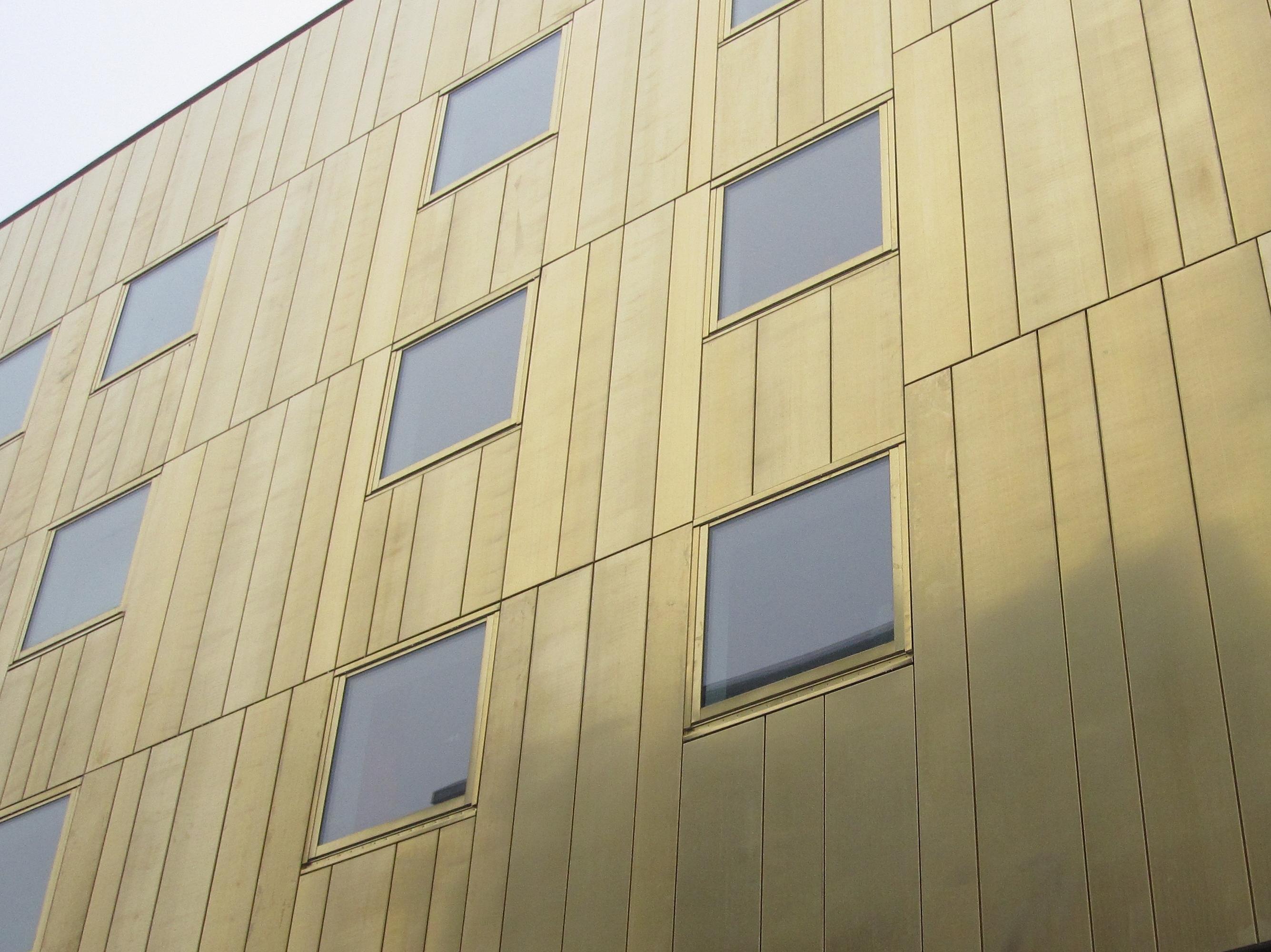 Bild 5:9. Ett genomtänkt kassettsystem ger en spännande fasad. Foto: Torbjörn Osterling.