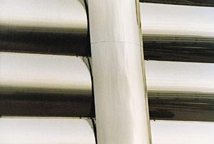 Bild 2:16. Blanka ytor förutsätter bra underlag och ett väl utfört monteringsarbete för att slutresultatet ska bli bra.  Foto: Torbjörn Osterling.