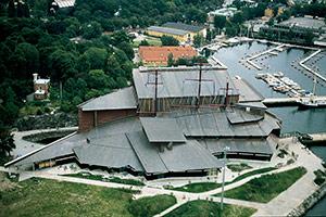 Bild 2:25. Kopparplåt används ofta som täckning eller beklädnad på monumentala byggnader. Foto: Stig Almqvist.