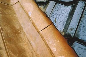 Bild 2:28. Genom att använda en slitplåt som lätt kan bytas ut är det möjligt att minska risken för mer omfattande skador på grund av erosionskorrosion. Foto: Torbjörn Osterling.