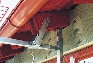 Bild 4:58. Infästningen i takstolstassarna kan användas många gånger.
