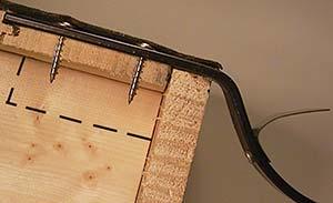 Bild 7:5. Infästning i takinbrädning med minst 3 st 35mm skruvar av rostfritt stål.