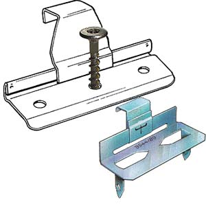 Figur 7:37. Klammer med skruv respektive klammer avsedd för klammerpistol.