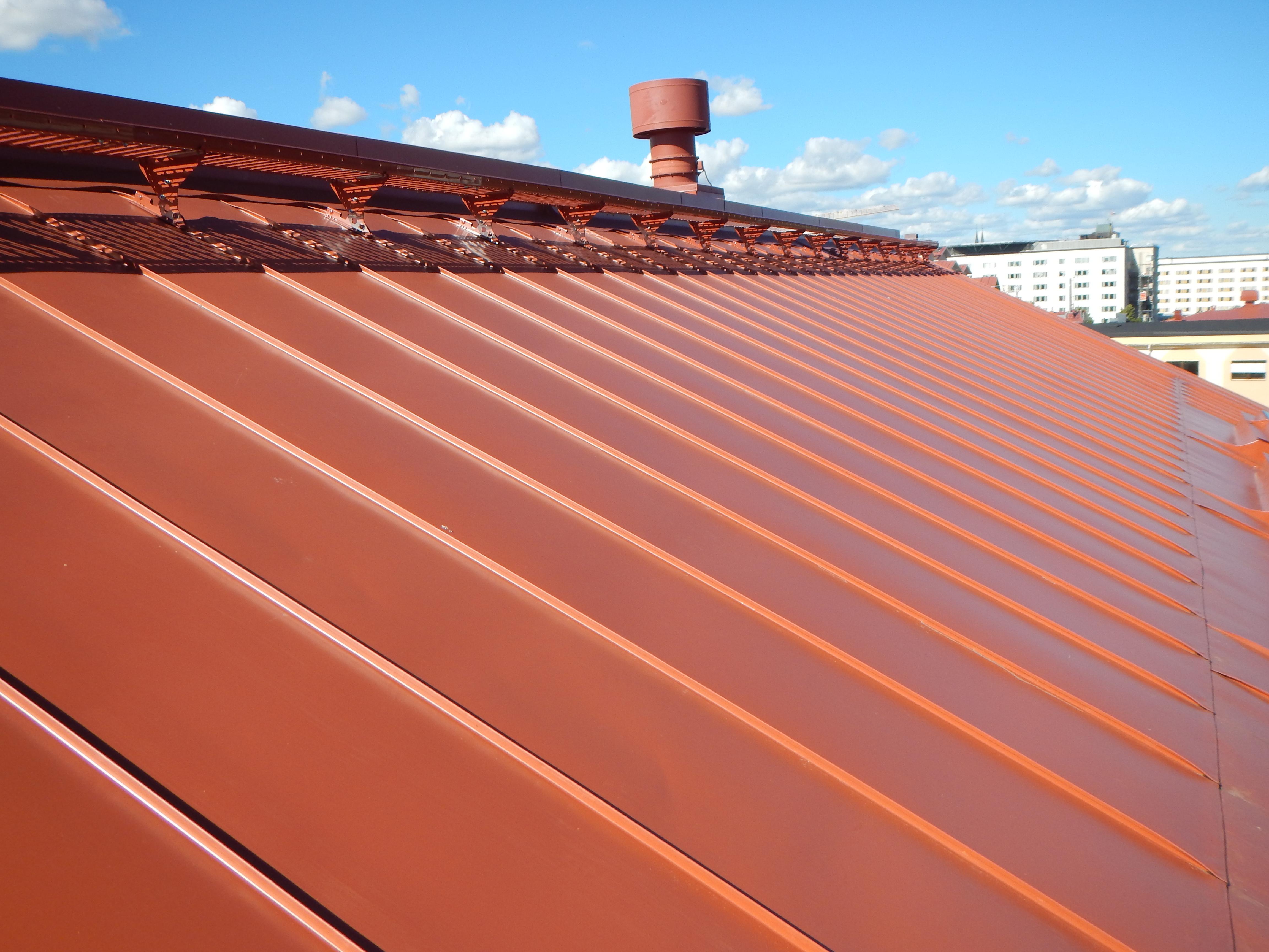 Bild 12:33 Bandtäckning med färgbelagd förzinkad stålplåt. Foto: Torbjörn Osterling.