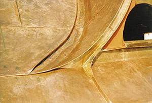 Bild 10:7. Detalj vid takkupa där det finns dubbel ståndfals, dubbel hakfals och svängd fals. Foto: Torbjörn Osterling