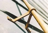 Bild 12:15. Infästningar, täthet vid genomföringar och korrosionsangrepp måste kontrolleras. Foto: Torbjörn Osterling.