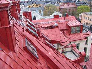 Bild 13:13. Takplåt belagt med highbuilt-polyester. Foto: Torbjörn Osterling