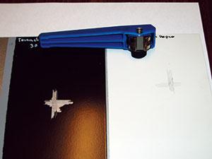 Bild 13:23. Kontroll av vidhäftningen med gitterritssnitt.