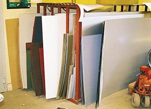 Bild 9:3. Formatplåt med olika färgbeläggningar och dimensioner. Foto: Osmo Kurki.
