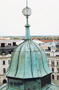 Bild 5:20. Den plana plåten lämpar sig förbuktiga ytor. Foto: Torbjörn Osterling.