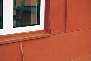 Bild 5:31. Bleck på en plåtfasad ska inte förhindra avtvättningen. Foto: Torbjörn Osterling.