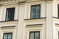 Bild 5:4. Garneringar på putsad fasad. Foto: Torbjörn Osterling.