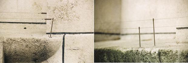 Bild 1:10. Spända pianotrådar i en fönsternisch kan vara ett effektivt sätt att undvika duvslag på fönsterblecket eller i nischen. Det finns även band med uppstående pinnar eller taggar som fungerar på motsvarande sätt som pianotråden. Fåglarna får svårt att landa. Foto: Torbjörn Osterling.