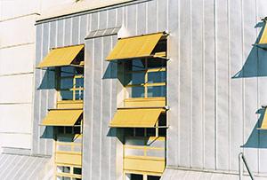 Bild 2:12. 55 % AlZn -plåt som väggbeklädnad.   Foto: Torbjörn Osterling.