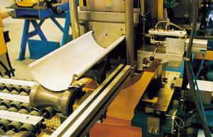 Bild 4:36. Hängrännor och stuprör tillverkas idag industriellt. Foto Lindab.