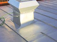 Bild 4:48. Ventilationshuv med snedställd baksida.