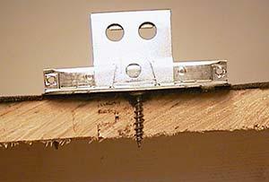 Bild 7:10. Infästning i takinbrädning med 1st skruv av rostfritt stål.