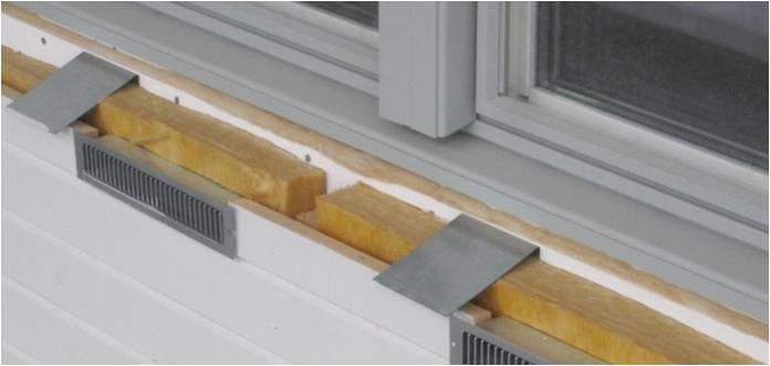 Bild 6:21. Intermittenta fästbleck för infästning av fönsterbleck vid träfasad.