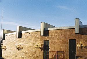 Bild 12:55. Tänk på att krön och gavlar är de delar på ett tak som utsätts för de största vindpåkänningarna. Foto: Torbjörn Osterling.