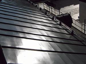 Bild 13:15. Platsmålad stålplåt. Foto: Leif Johansson, Renovator