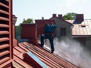 Bild 13:16. Vattenblästring. Foto: Leif Johansson, Renovator