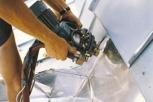 Bild 9:28 Handhållen svetsutrustning för detaljer. Foto: Osmo Kurki.