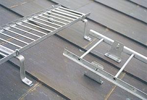 Bild 11:12. Takbrygga och takstege tillverkade av rostfritt stål. Foto: Weland Stål AB.